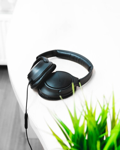Noise Cancelling Headphones Photo